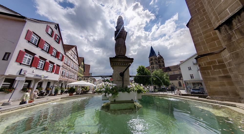 http://www.eifelmomente.de/albums/Urlaub/2016_07_11-14_Frankfurt_Alb/2016_07_14_-_055_Esslingen_DNG_DRI_bearb_entfish.jpg