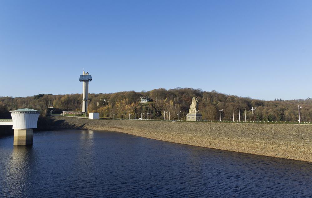 https://www.eifelmomente.de/albums/Nordeifel/Herbst/2011_11_11-29_Nordeifel/2011_11_11_-_119_Barrage_de_la_Gileppe_DNG_bearb_ausschn.jpg