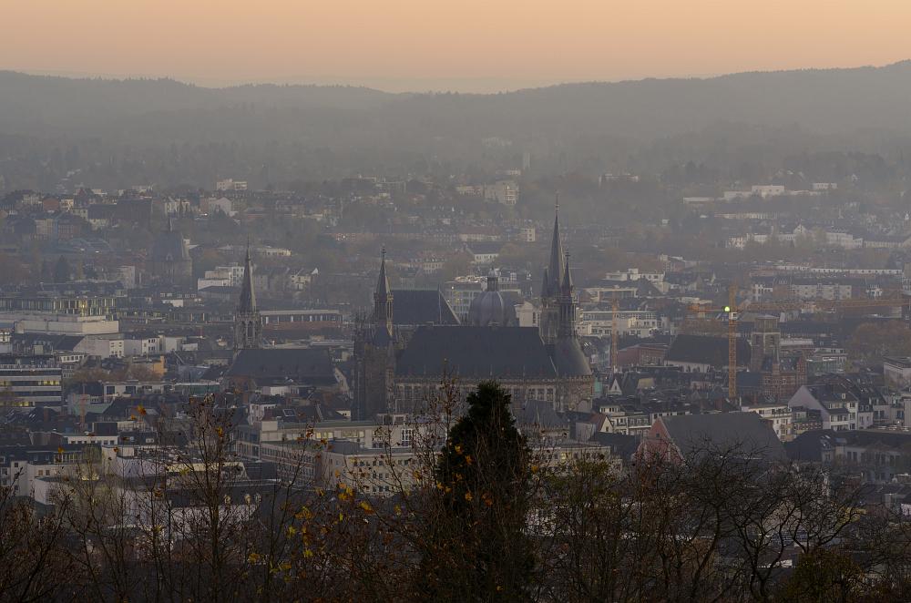 https://www.eifelmomente.de/albums/Nordeifel/Herbst/2011_11_11-29_Nordeifel/2011_11_15_-_032_Lousberg_DNG_bearb.jpg
