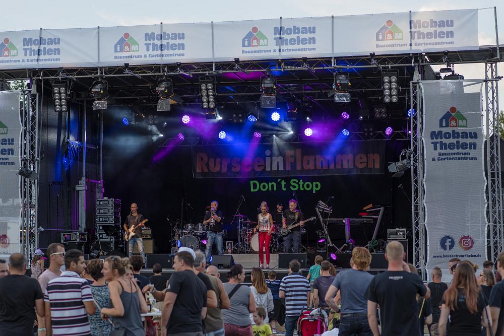 https://www.eifelmomente.de/albums/Nordeifel/Sommer/2018_07_28-29_Rurseefest/2018_07_28_-_023_Rursee_in_Flammen_DNG_bearb.jpg
