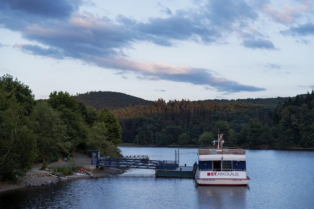 https://www.eifelmomente.de/albums/Nordeifel/Sommer/2018_07_28-29_Rurseefest/2018_07_28_-_069_Rursee_in_Flammen_DNG_bearb.jpg