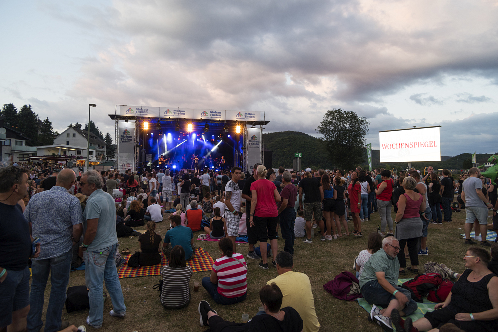 https://www.eifelmomente.de/albums/Nordeifel/Sommer/2018_07_28-29_Rurseefest/2018_07_28_-_090_Rursee_in_Flammen_DNG_bearb.jpg