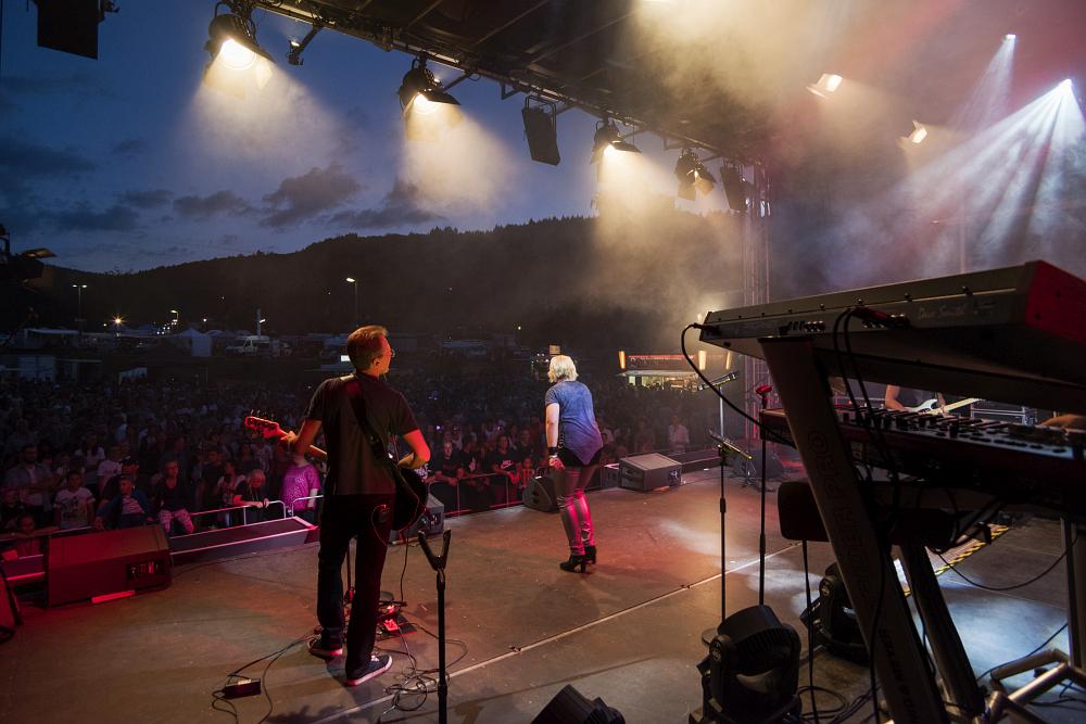 https://www.eifelmomente.de/albums/Nordeifel/Sommer/2018_07_28-29_Rurseefest/2018_07_28_-_167_Rursee_in_Flammen_DNG_bearb.jpg
