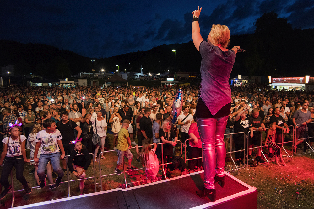 https://www.eifelmomente.de/albums/Nordeifel/Sommer/2018_07_28-29_Rurseefest/2018_07_28_-_249_Rursee_in_Flammen_DNG_bearb_ausschn.jpg