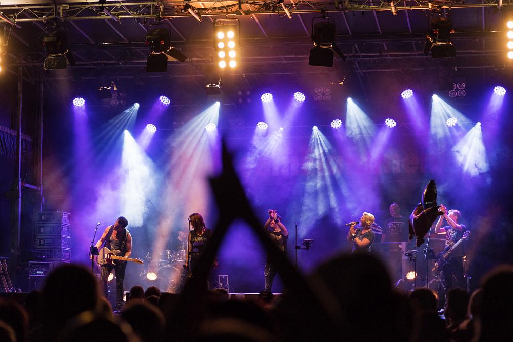 https://www.eifelmomente.de/albums/Nordeifel/Sommer/2018_07_28-29_Rurseefest/2018_07_28_-_312_Rursee_in_Flammen_DNG_bearb.jpg