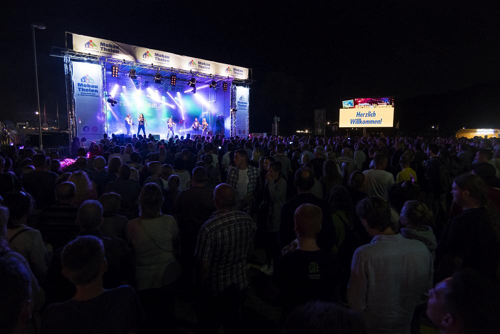 https://www.eifelmomente.de/albums/Nordeifel/Sommer/2018_07_28-29_Rurseefest/2018_07_28_-_405_Rursee_in_Flammen_DNG_bearb.jpg
