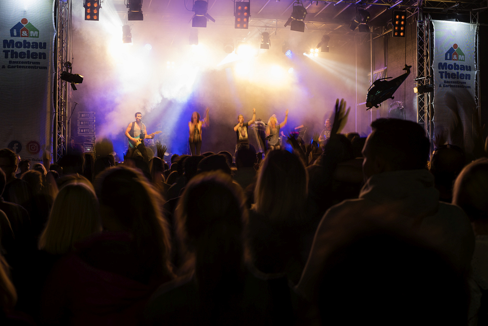 https://www.eifelmomente.de/albums/Nordeifel/Sommer/2018_07_28-29_Rurseefest/2018_07_29_-_066_Rursee_in_Flammen_DNG_bearb.jpg