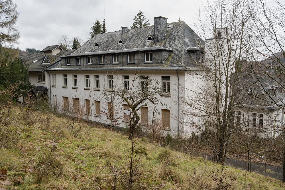 https://www.eifelmomente.de/albums/Nordeifel/Winter/2020-21_Winter/2020_12_21_-_065_Verlassenes_Altenheim_DNG_bearb.jpg