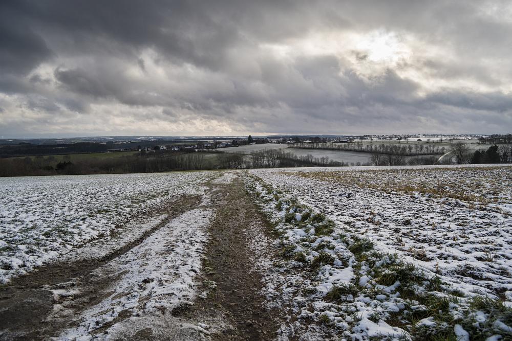 https://www.eifelmomente.de/albums/Nordeifel/Winter/2020-21_Winter/2020_12_29_-_034_Bei_Dreiborn_DNG_DRI_bearb.jpg