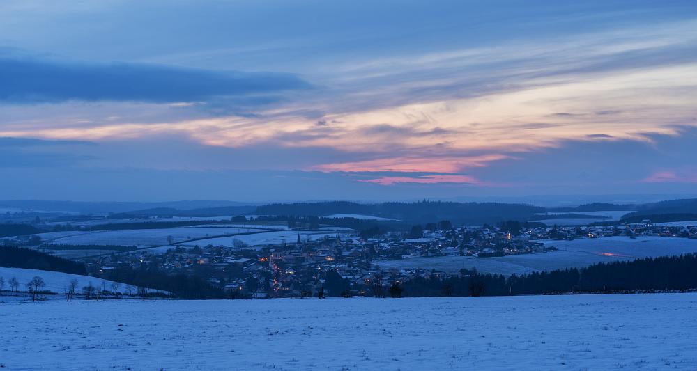 https://www.eifelmomente.de/albums/Nordeifel/Winter/2020-21_Winter/2020_12_29_-_159_Bei_Bleialf_DNG_DRI_bearb_ausschn.jpg