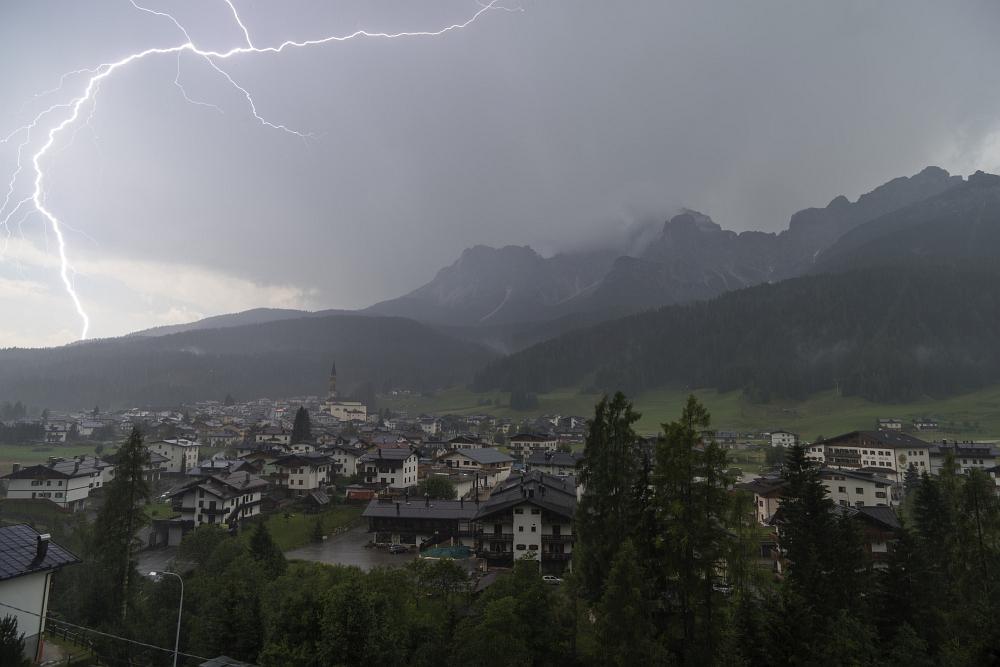 https://www.eifelmomente.de/albums/Urlaub/2018_07_17-26_Alpen/2018_07_20_-_112_Padola_Ferienwohnung_DNG_bearb.jpg