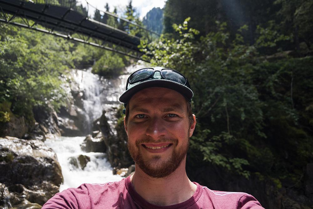 Selfie an einem Wasserfall im Stubaital