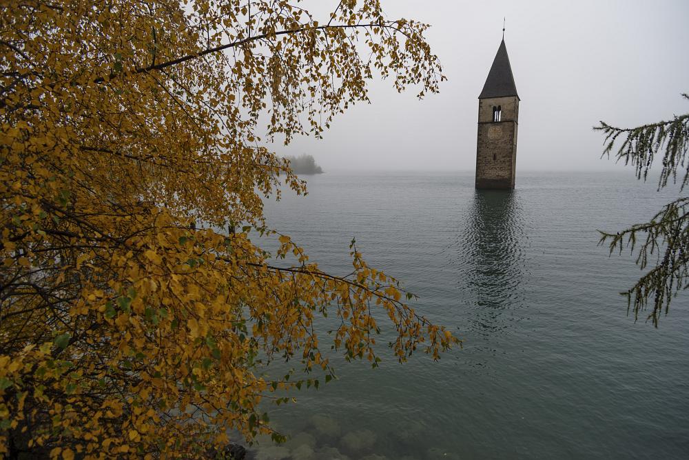 https://www.eifelmomente.de/albums/Urlaub/2019_10_20-11_03_Suedtirol/2019_10_21_-_048_Graun_am_Reschensee_DNG_bearb.jpg